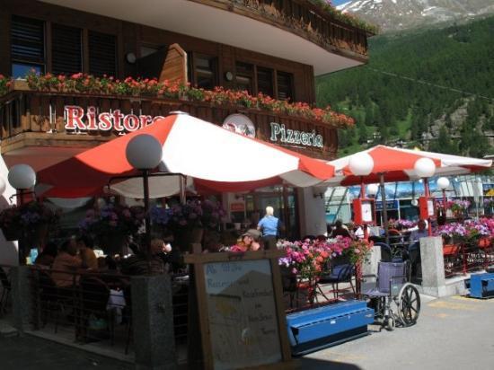 เซอร์แมท, สวิตเซอร์แลนด์: Zermatt - a small little town that is against pollution and no cars are allowed in.