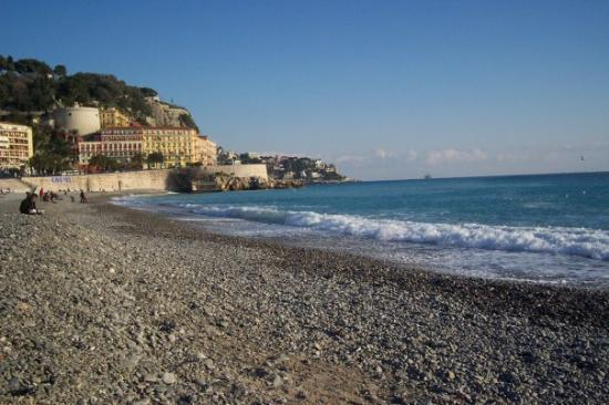นีซ, ฝรั่งเศส: Famous beach of Nice