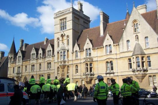 อ๊อกซฟอร์ด, UK: Demonstrations in Oxford town