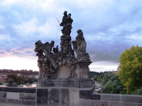 สะพานชาร์ลส์: Statue on the Charles Bridge