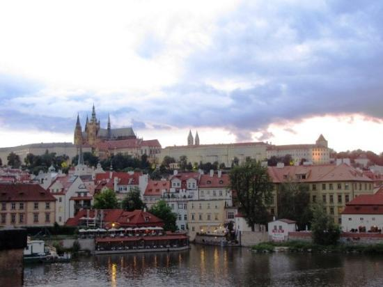 ปราสาทปราก: View of Prague Castle and the St. Vitus Cathedral from the Charles Bridge