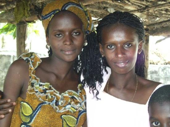 ดาการ์, เซเนกัล: Estas dos señoritas, son hermanas casaderas. Y para quien no lo crea, la del turbante tiene tan