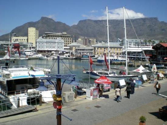 ใจกลางเมืองเคปทาวน์, แอฟริกาใต้: Le Cap; Waterfront. Vue sur la montagne de la Table.