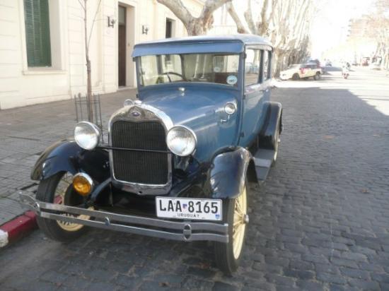 Colonia del Sacramento, อุรุกวัย: Un auto antiguo de por ahi...