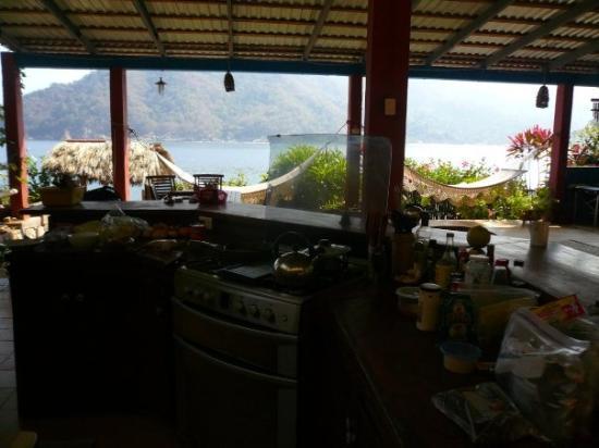 Yelapa, เม็กซิโก: The kitchen & dining room