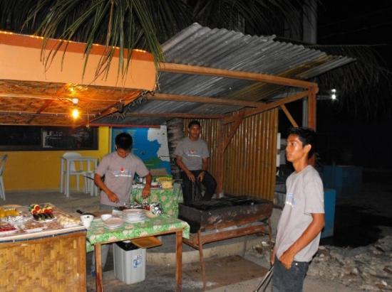 เกาะปังเลา , ฟิลิปปินส์: nightly bbq