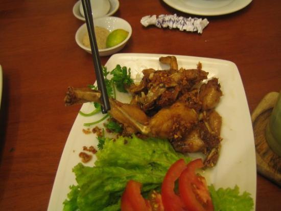 โฮจิมินห์ซิตี, เวียดนาม: Frog legs, my first time!  It's soooo good :P