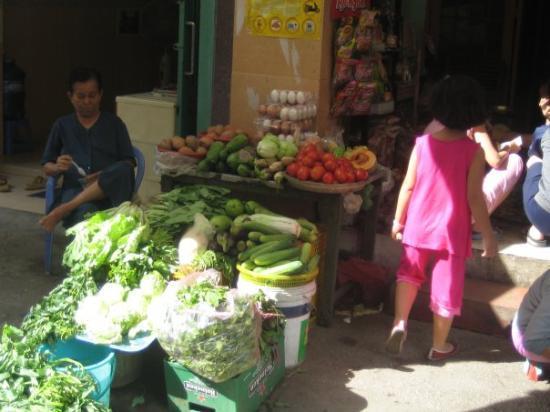 โฮจิมินห์ซิตี, เวียดนาม: Fresh produce every morning