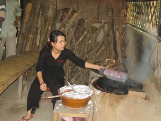โฮจิมินห์ซิตี, เวียดนาม: Making rice paper