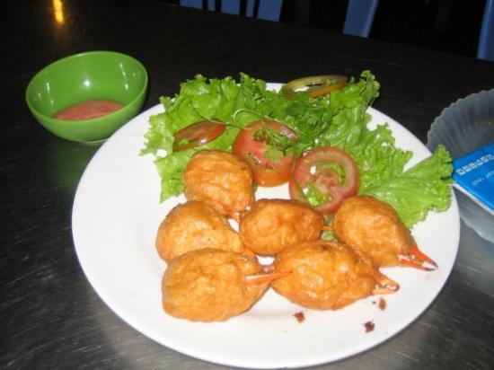 โฮจิมินห์ซิตี, เวียดนาม: That's a crab claw surrounded by shrimp meat, then fried.  Oh yes.