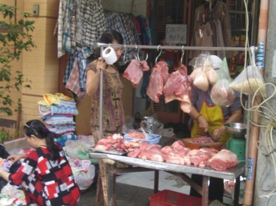 โฮจิมินห์ซิตี, เวียดนาม: Fresh meat every morning
