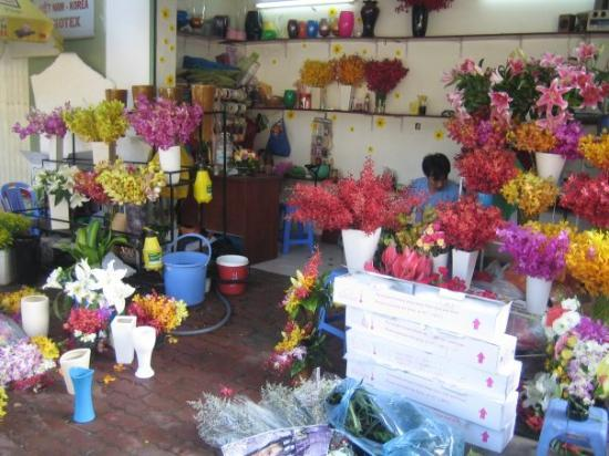 โฮจิมินห์ซิตี, เวียดนาม: Local flower stand