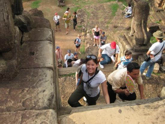 พนมเปญ, กัมพูชา: Making the climb up