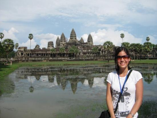 พนมเปญ, กัมพูชา: Look at the reflection in the water :)