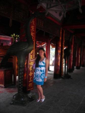 ฮานอย, เวียดนาม: inside the temple