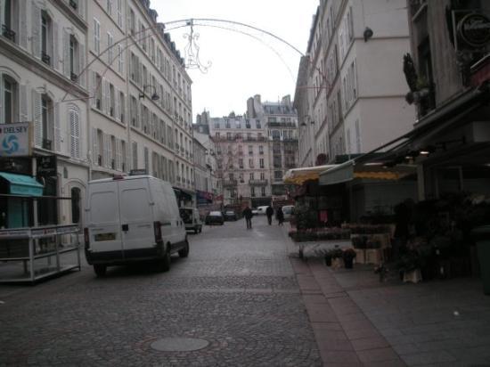 Escargot for sale rue cler picture of rue cler paris for Cler hotel paris