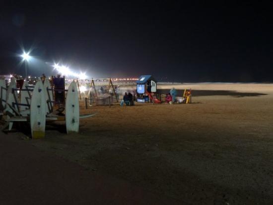 เอสเซาอิรา, โมร็อกโก: Essaouira beach at night. Had terrible squid at restaurant there.