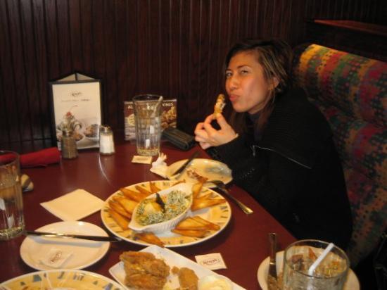 โตรอนโต, แคนาดา: Kelsey's has one of the best spinach dips in town!!!