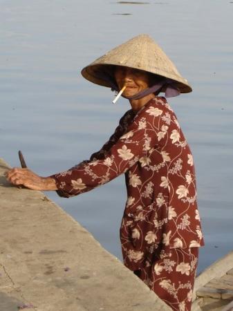 ฮานอย, เวียดนาม: the Gunston 500 girl...