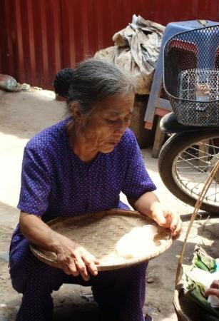 ฮานอย, เวียดนาม: This face tells of many years of hard labour...