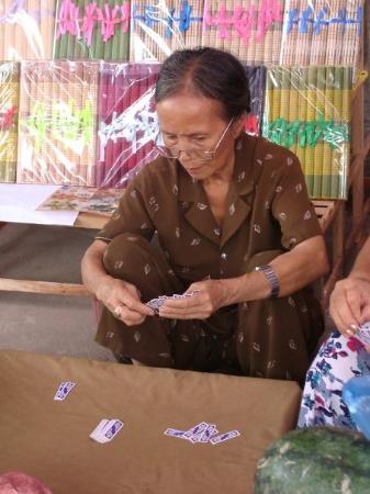ฮานอย, เวียดนาม: afternoon game of cards.....