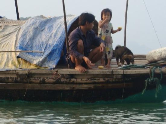 ฮานอย, เวียดนาม: living on the water