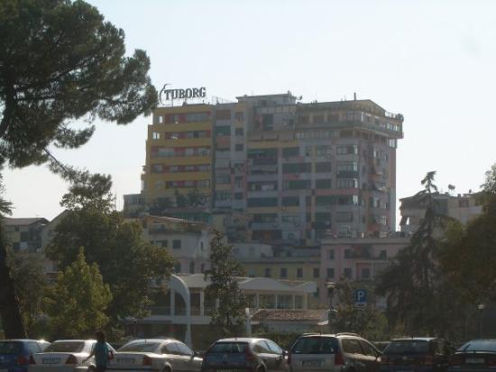 ติรานา, แอลเบเนีย: Painted block of flats, Tirana