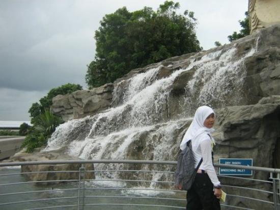 เกาะเซนโตซา, สิงคโปร์: di Pulau Sentosa
