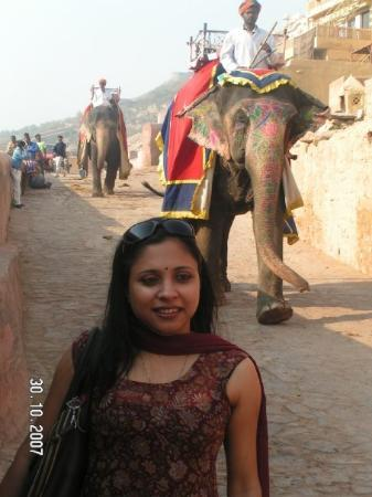 ชัยปุระ, อินเดีย: Trying hard not to step on Elephant Crap