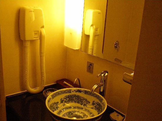 Jiuhua Resort & Convention Center: Room - bathroom