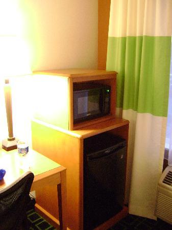 Fairfield Inn & Suites Idaho Falls: Mini Fridge & Microwave