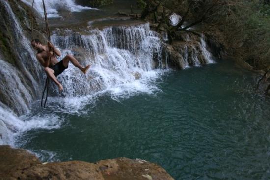 หลวงพระบาง, ลาว: Kuang Si Falls, near Luang Prabang, Laos