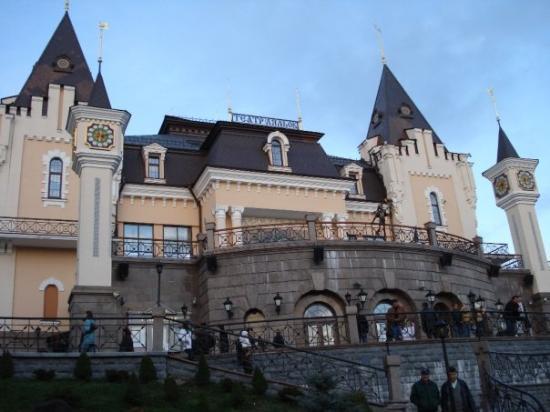 เคียฟ, ยูเครน: Puppet-play building