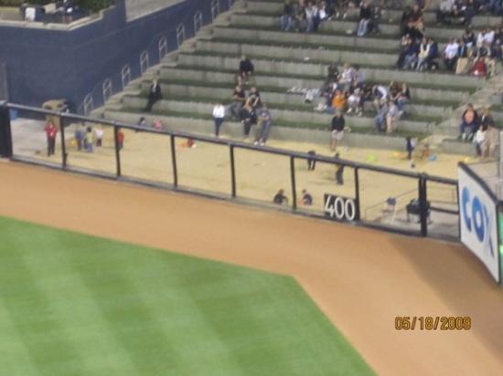 ซานดีเอโก, แคลิฟอร์เนีย: yes, that's a giant sandbox in the outfield