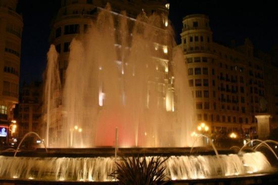 วาเลนเซีย, สเปน: Valencia city plaza.