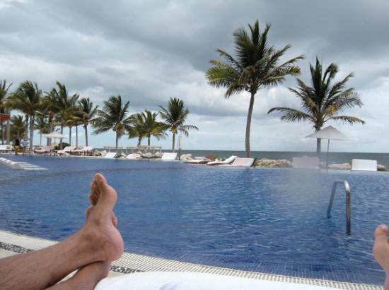 พลายาเดลคาร์เมน, เม็กซิโก: Us on the double lounger at the pool!