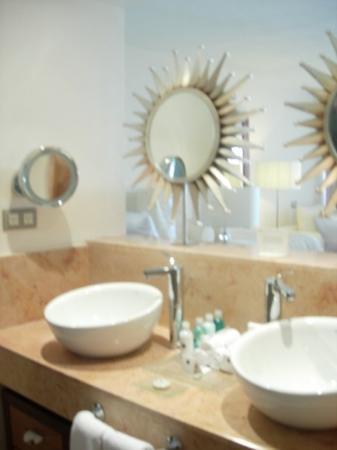 โรงแรม Playa Mujeres, เม็กซิโก: Double sinks