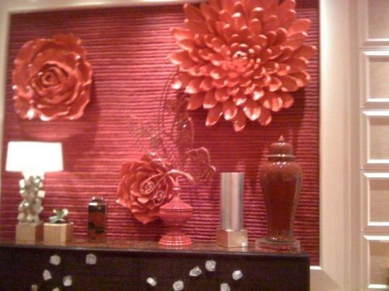 เอ็นคอร์ แอท วินน์ ลาสเวกัส โฮเต็ล: The Encore - Red flower wall art