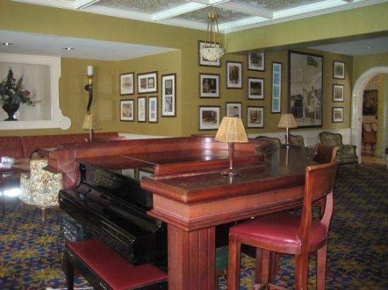 Sandals Royal Bahamian Spa Resort & Offshore Island: Sandals Royal Bahamian - Piano Bar