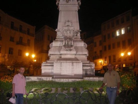 โกอินบรา, โปรตุเกส: Papa et un copin a lui.