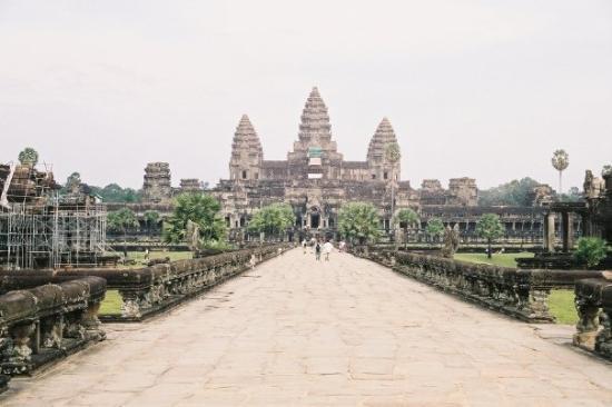 นครวัด: Angkor Wat Temple Complex, Cambodia Oct. 2002.