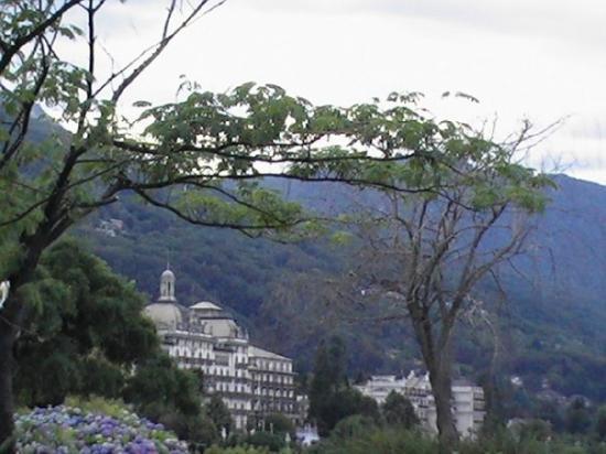 สเตรซา, อิตาลี: Grand hotel au loin.