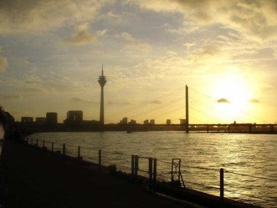 ดุสเซลดอร์ฟ, เยอรมนี: One fine day