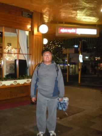โรงแรมมิสมาอุดสวีดิช: Outside Ms Maud's restuarant
