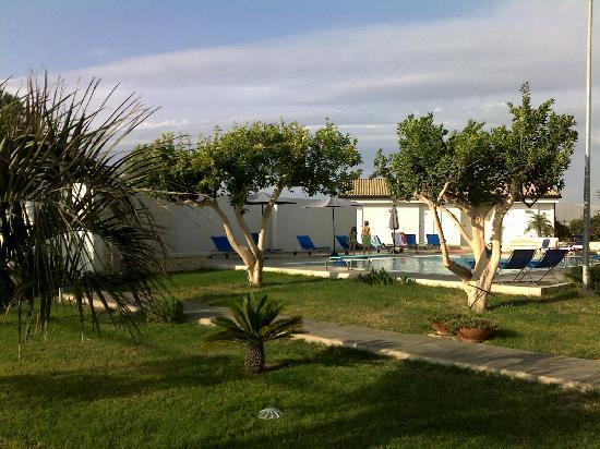 Sikelika Residence: le jardin & la piscine