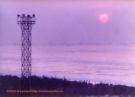 Bhubaneswar, อินเดีย: Puri, Orissa, India The shore of the Bay of Bengal with the fishing fleet leaving for the day..