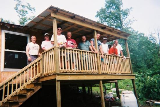 "Annville, เคนตั๊กกี้: The ""construction crew"" from 2nd Reformed Church, on the newly constructed back porch."