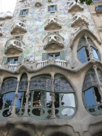 คาซา บาเทลโล: Casa Batllo, Gaudi building unmistakenly.