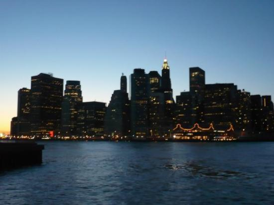 Manhattan Skyline: Manhattan by night depuis Brooklyn !