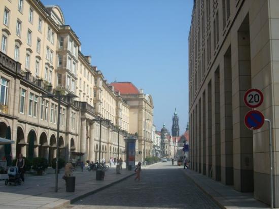 เดรสเดิน, เยอรมนี: ...a shot down PragerStrasse...